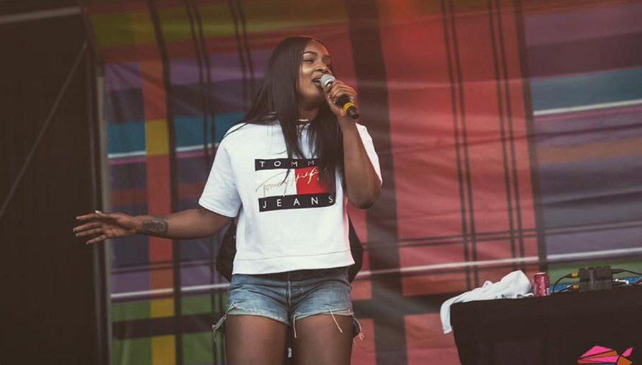 WATCH: Ghanaian singer Nana Fofie opens concert for Nicki