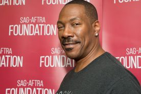 EDDIE MURPHY WINS HIS FIRST EMMY AWARD FOR HOSTING SATURDAY…